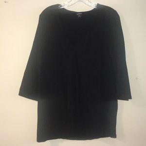 Black V-neck 3/4 shirt